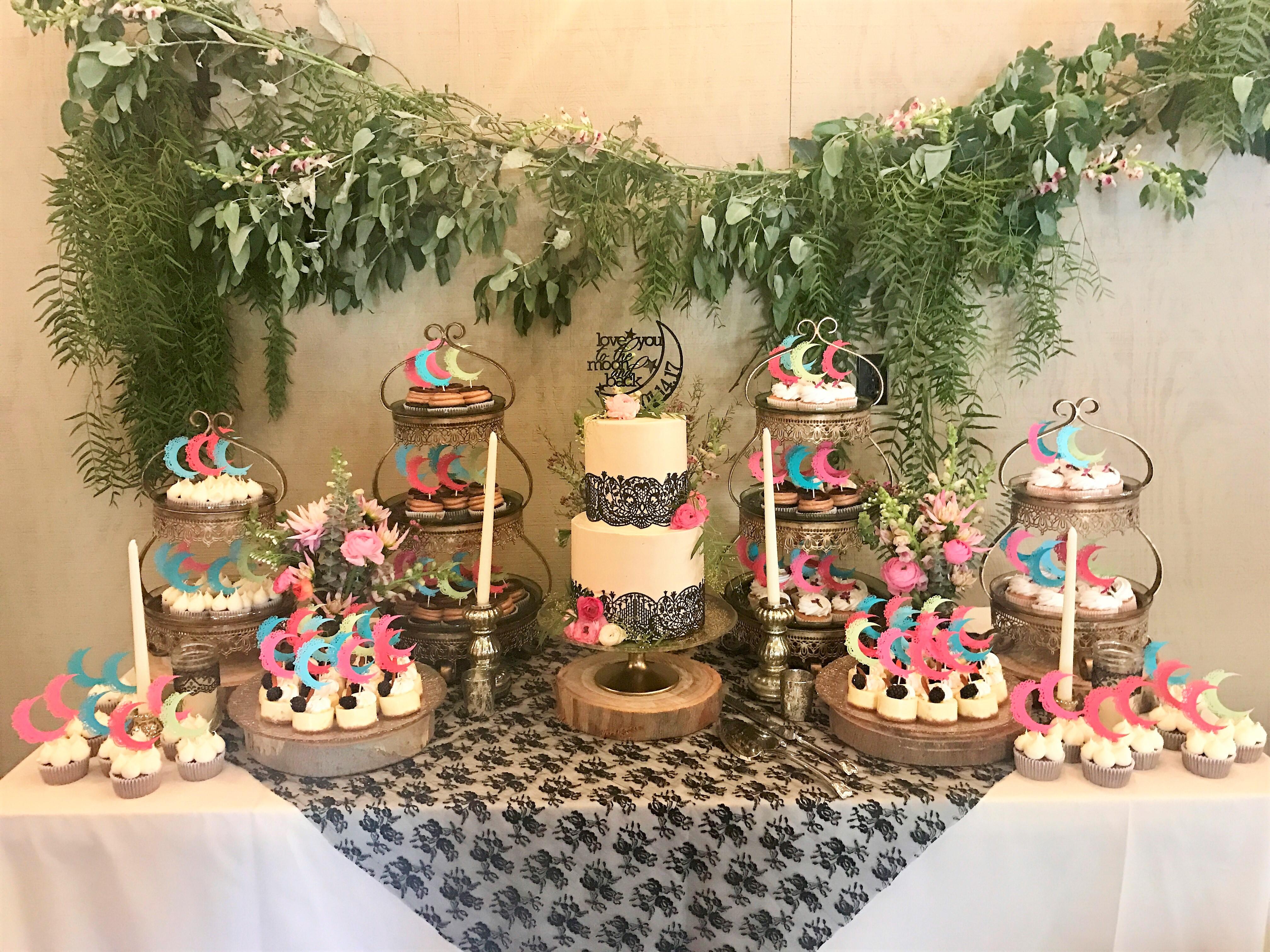 100 cupcakes, 2 tier cake