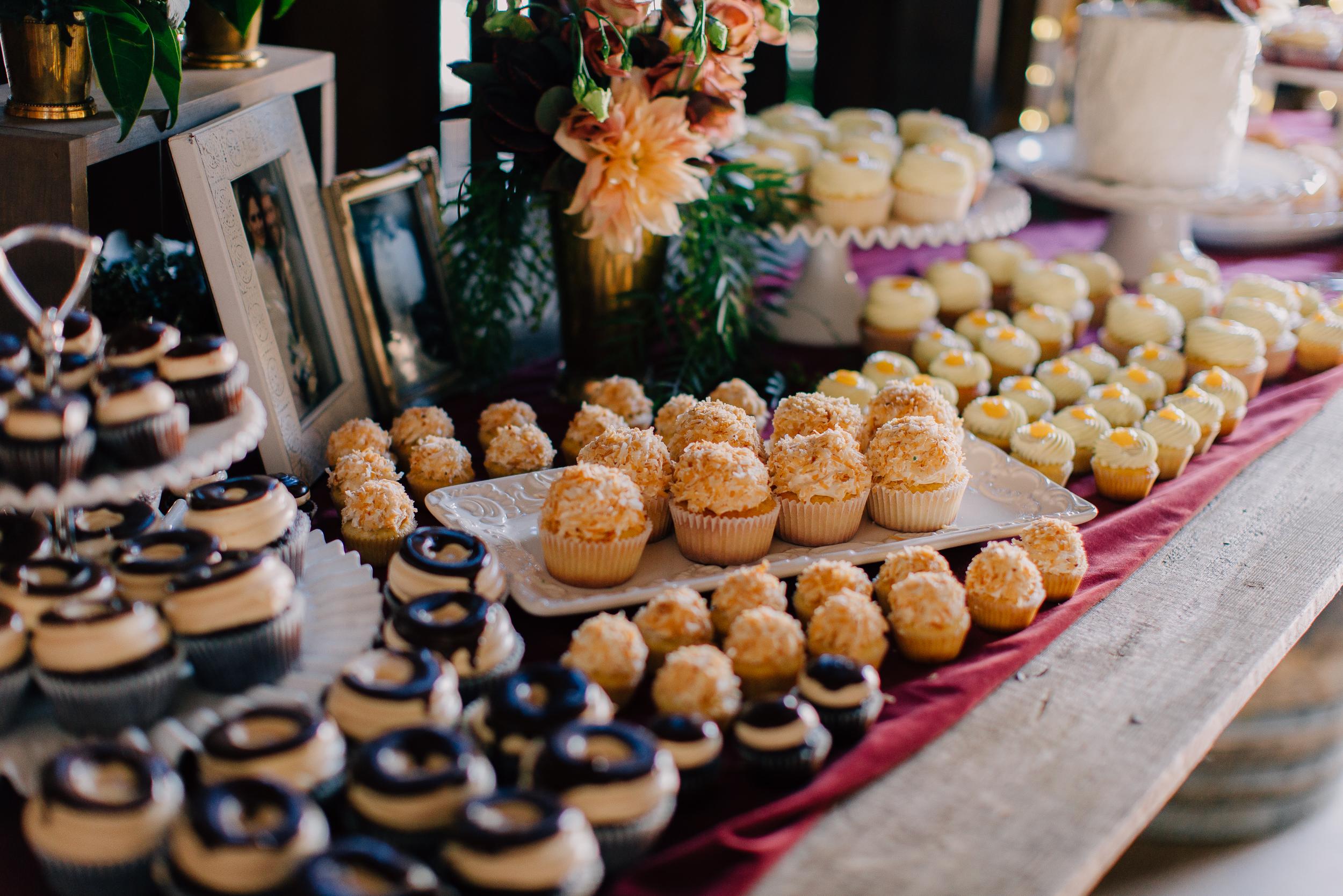 "100 classic cupcakes, 105 mini cupcakes, 6"" cutting cake"