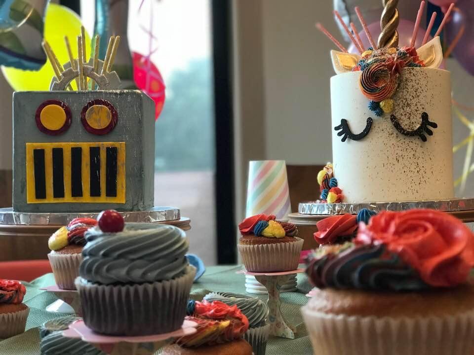 "6"" robot cake / 6"" unicorn cake"