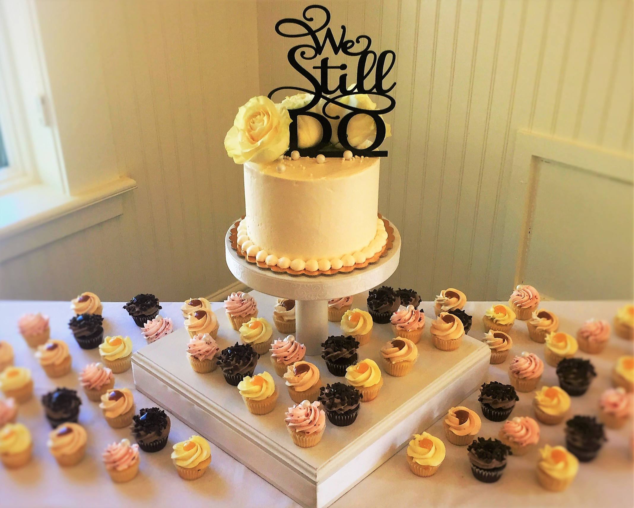 "36 mini cupcakes, 6"" classic simple cutting cake"