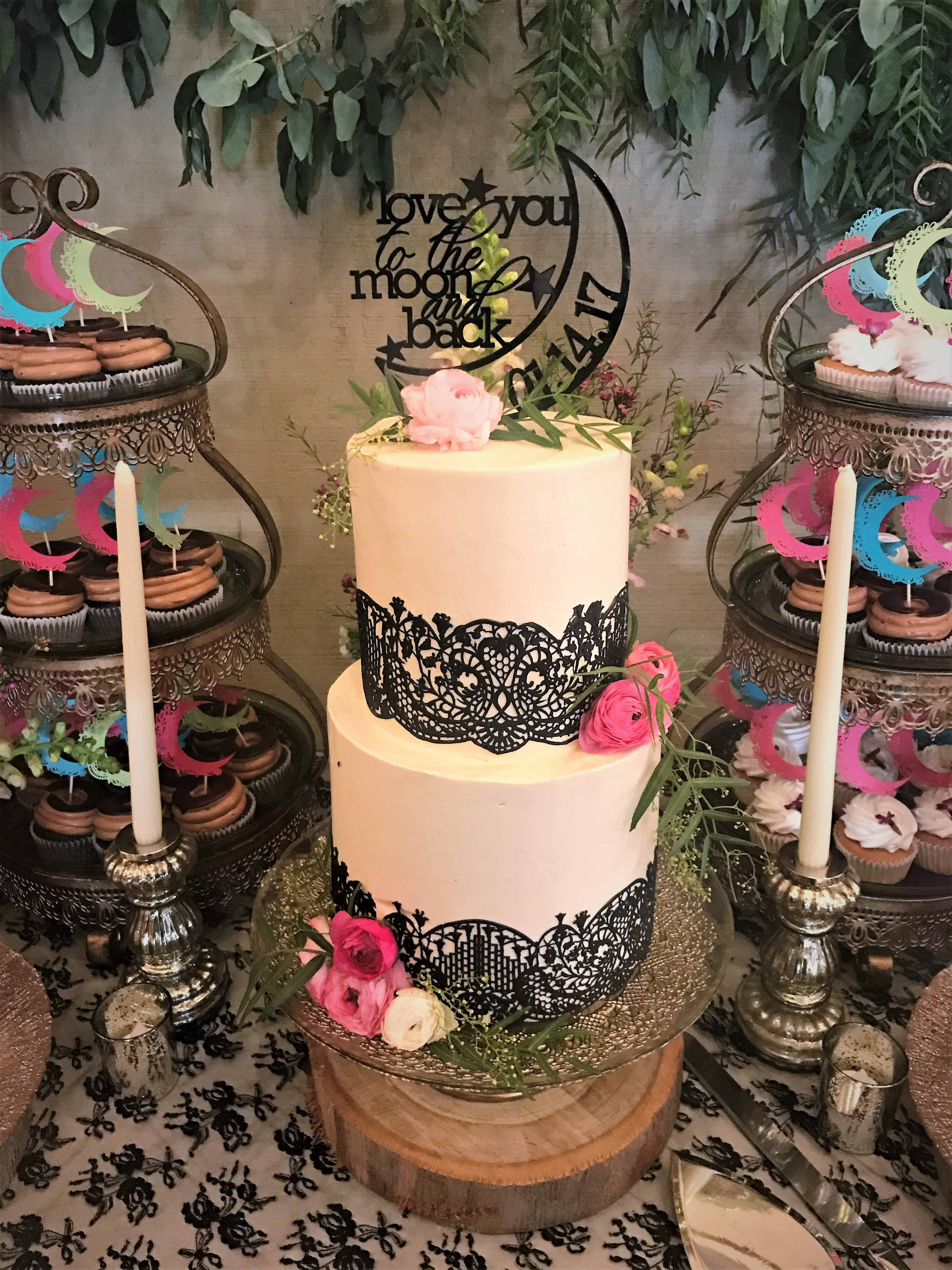 """2 tiered: 6"""" / 8"""" with edible lace"""